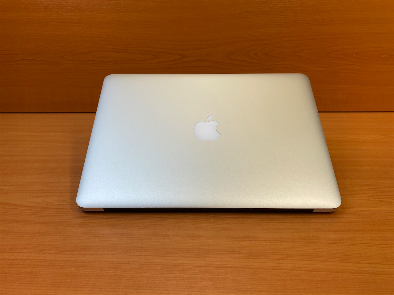 13 Apple MacBook Air BroadWell 2017 ID: 2194665